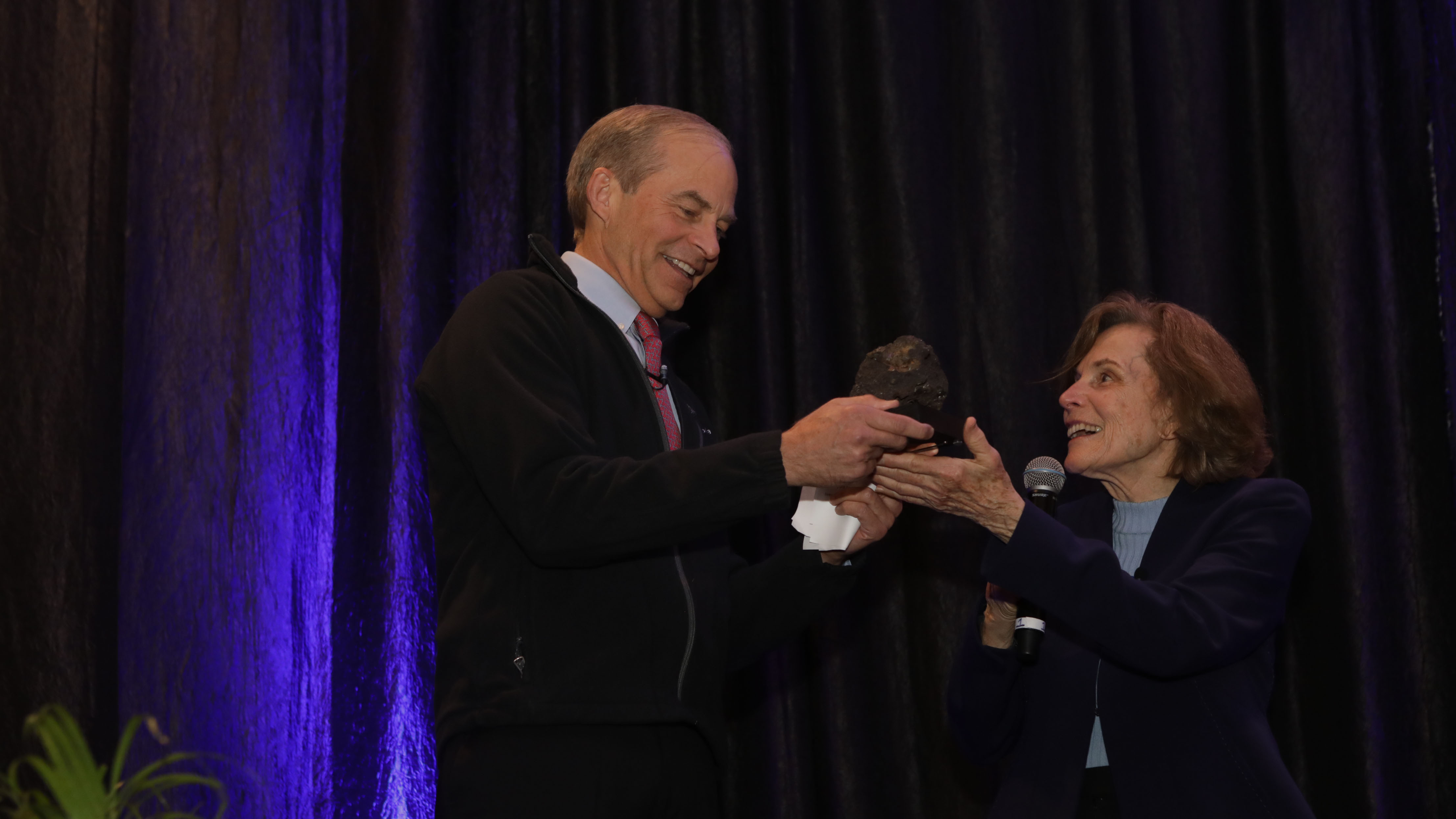 Fisk Johnson receiving the Sylvia Earle Award